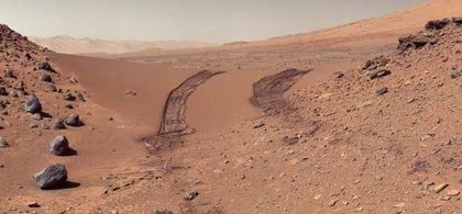 El rover Curiosity halla indicios de agua salada líquida en Marte
