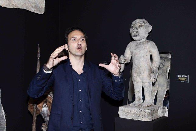 Iker Jiménez inaugura la exposición 'Cuarto Milenio'