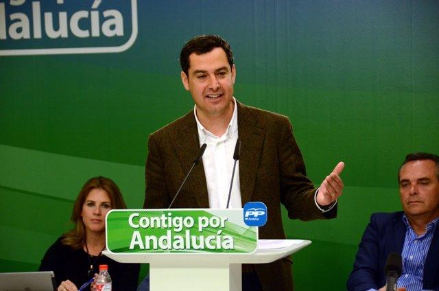 Juanma Moreno ante el Consejo de Alcaldes del PP de Sevilla