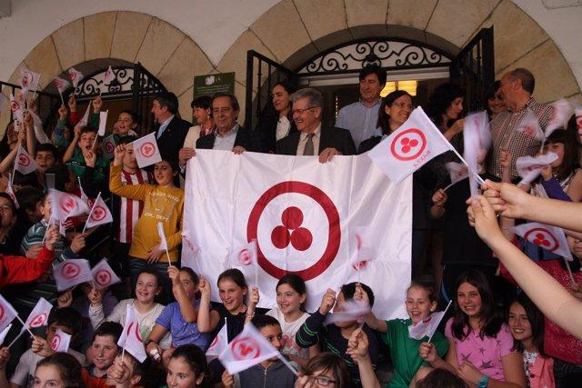 Gernika recibe la bandera