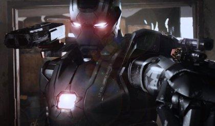 Clip de Vengadores: La era de Ultrón con War Machine en acción