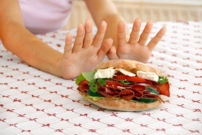 Mujer a dieta que prefiere hacer ayuno