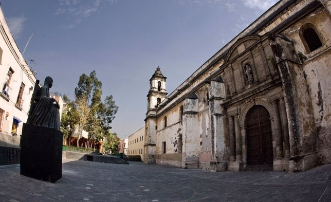 Claustro del antiguo convento de  San Jerónimo y Sor Juana Inés de la Cruz