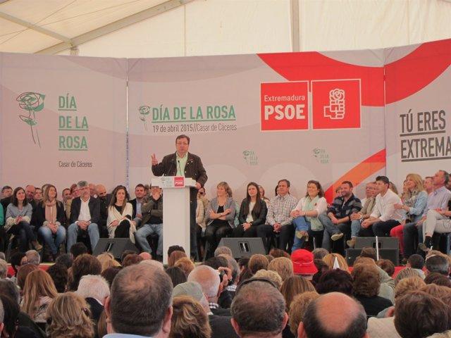 Guillermo Fernández Vara en el Día de la Rosa en Casar de Cáceres