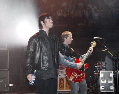 """Liam y Noel Gallagher tienen un """"pacto de caballeros"""" para reunir a Oasis"""