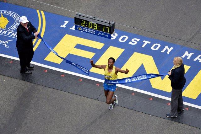 El ganador de la Maratón de Boston 2015, el etíope Lelisa Desisa