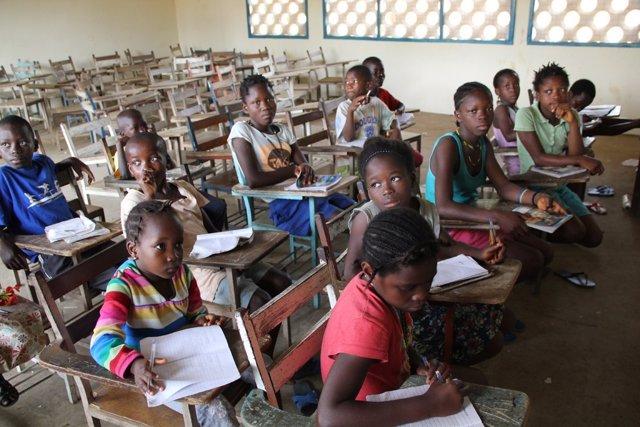 Niños en la escuela en Sierra Leona