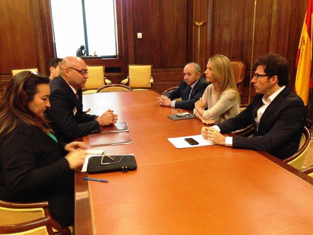 Parlamentarios de PP y PSOE con opositor venezolano