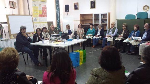 Mayores participan en el programa Recapacicla en Trigueros (Huelva).