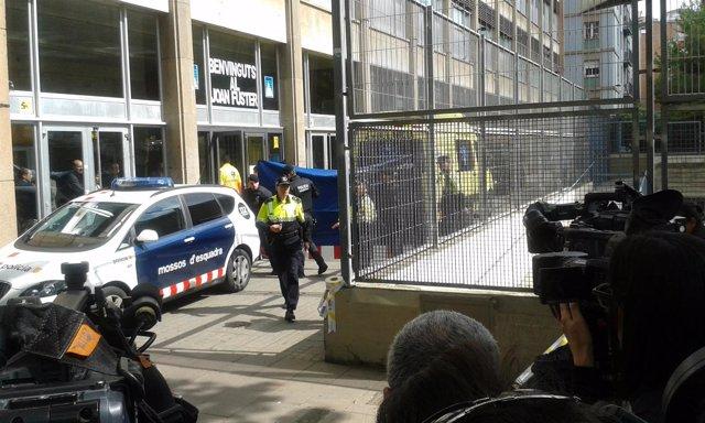Un alumno mata a un profesor con una ballesta en barcelona