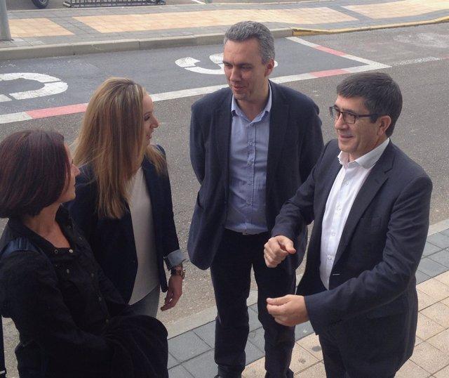 Patxi López (d) junto a Javier Izquierdo, Verónica Calvo y María Luz Martínez
