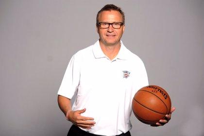 Los Thunder despiden a su entrenador Scott Brooks