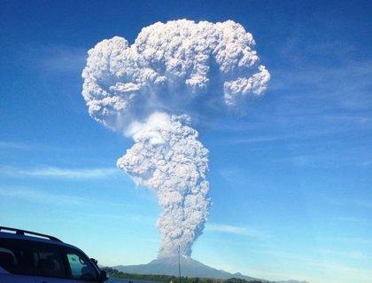 El volcán chileno Calbuco entra en erupción después de 43 años