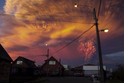 Chile estudia ampliar la zona de evacuación por la erupción del Calbuco