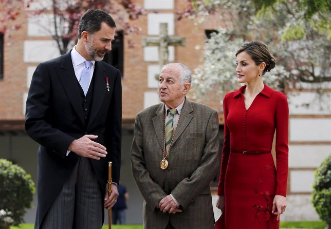 Los Reyes de España, Felipe y Letizia, con Juan Goytisolo.