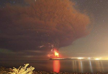 Amenazan con sacar por la fuerza a quienes no evacuen la zona del volcán Calbuco