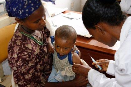 La primera vacuna contra la malaria podría llegar a África en octubre