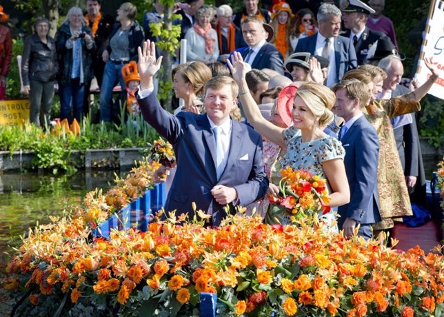 King Willem-Alexander and Queen Maxima of The Netherlands and members of the Roy