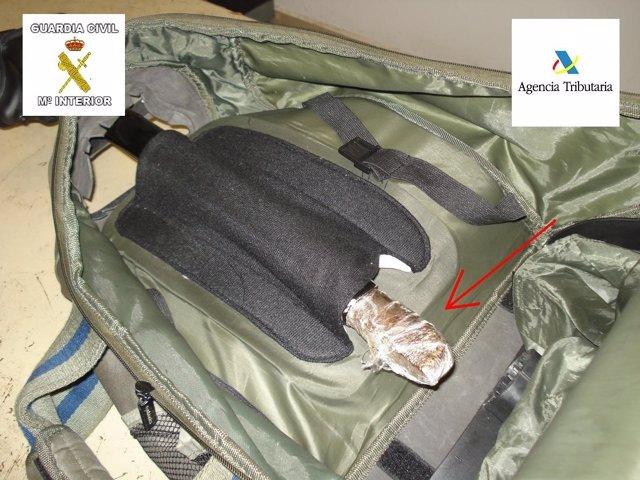 Droga hallada en la guía de una maleta