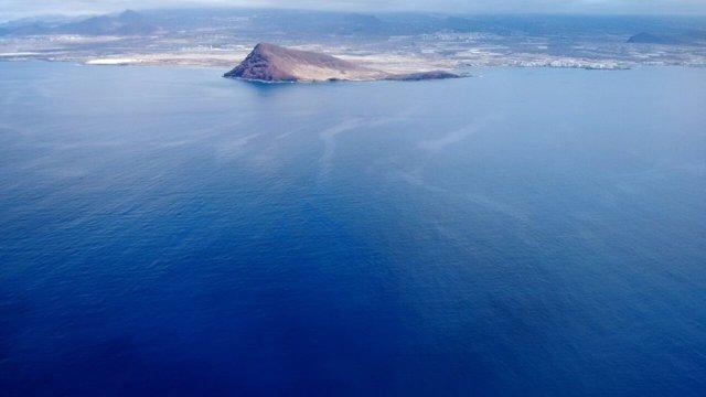 Vuelo de reconocimiento frente a la costa de Granadilla