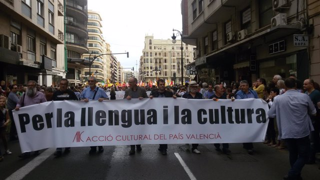 Cabecera de la manifestación del 25 d'Abril