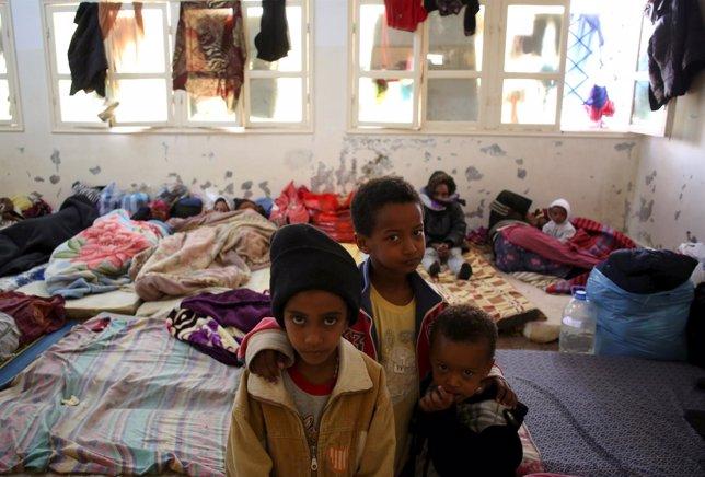 Inmigrantes ilegales en centro cerca de Misrata