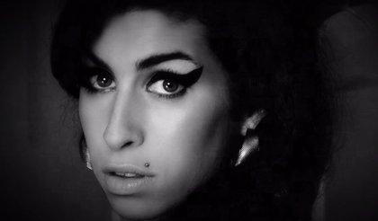 """La familia de Amy Winehouse no aprueba el documental sobre la artista: """"Estaría furiosa"""""""