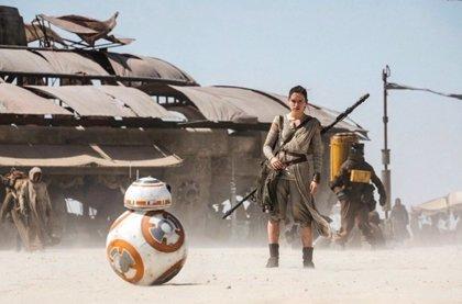 Star Wars: El despertar de la Fuerza, nuevas imágenes de Rey y BB-8