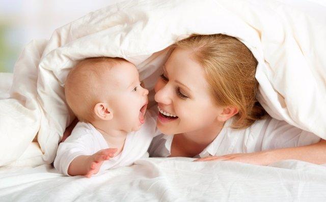 Madre, bebé, en la cama, mujer, niño