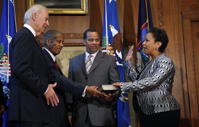 La nueva fiscal general de EEUU, Loretta Lynch, toma posesión del cargo