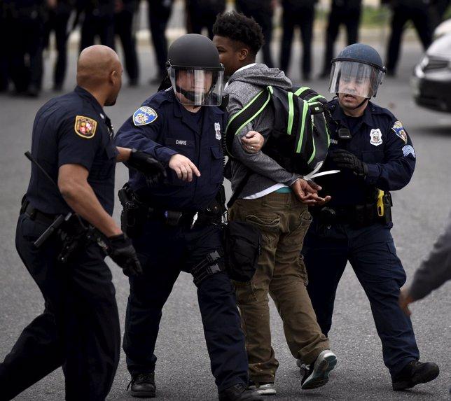 Disturbios en Baltimore por la muerte de un joven negro
