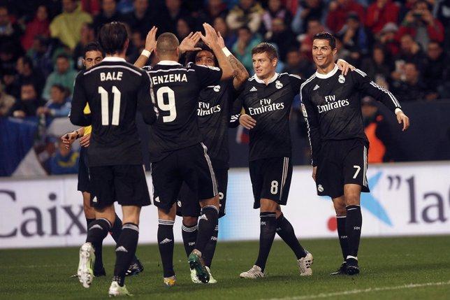 Jugadores del Real Madrid celebran la victoria