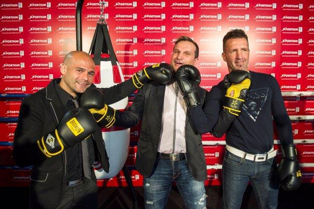 El boxeador español Javier Castillejo con Martínez y Berdonce