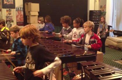 Estos 21 niños sacan todo el rock del 'Crazy Train' de Ozzy Osbourne con xilófonos