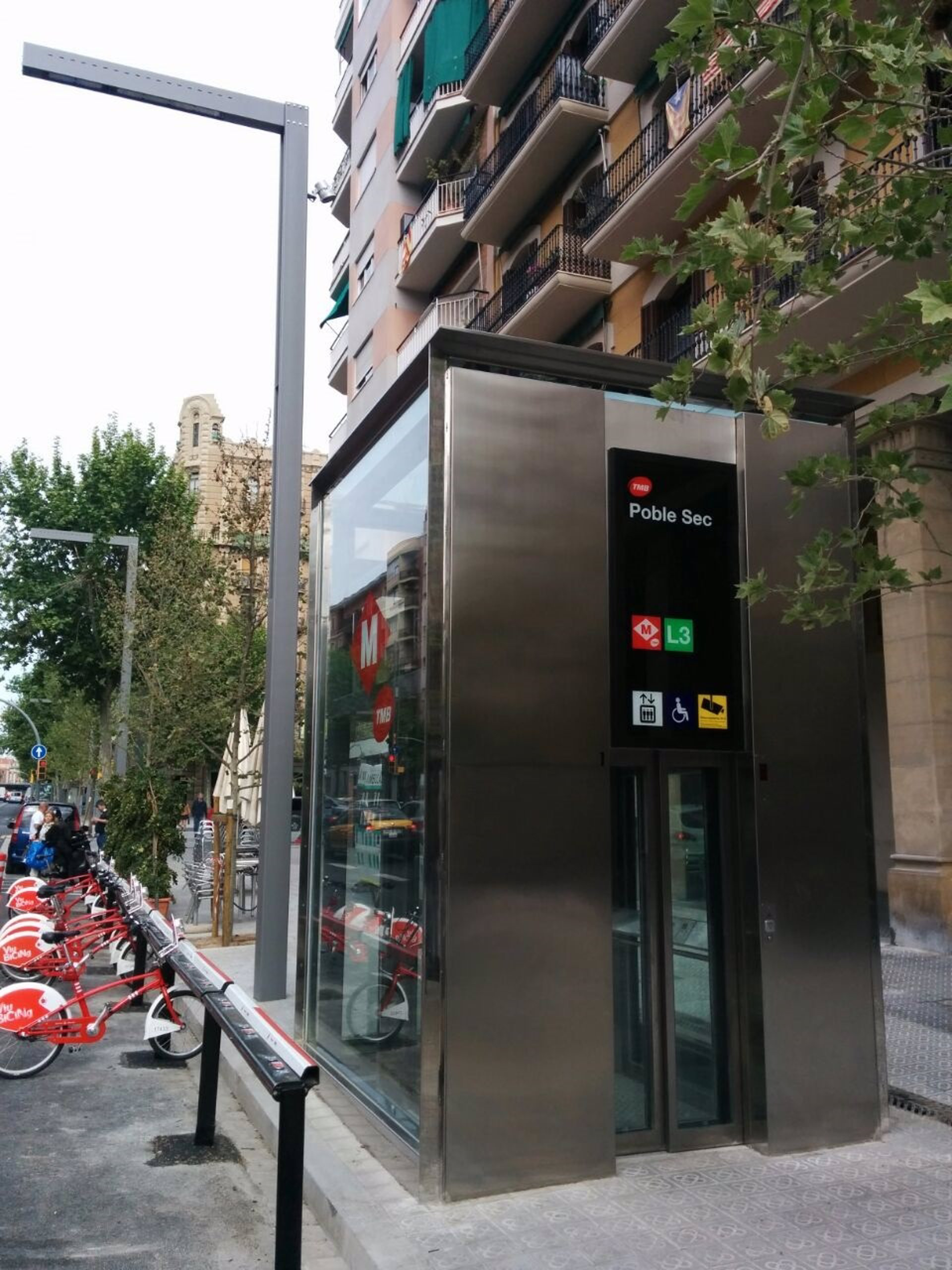 La estaci n de metro de poble sec acaba las mejoras de - Calle manso barcelona ...