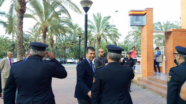 Ignacio Cosidó visita la Comisaria de Elche