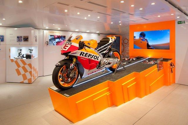Moto expuesta en la 'Repsol Racing Tour'