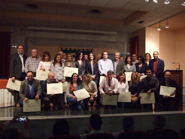 Caballero (centro) con responsables de los centros reconocidos.