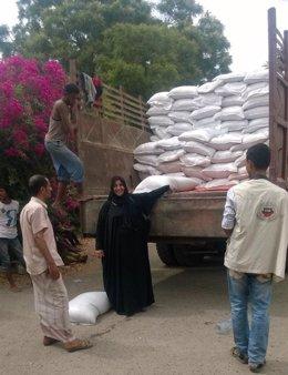 Entrega de alimentos en Adén (Yemen)