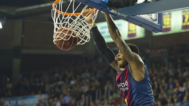 El Barcelona se venga de Obradoiro en el Palau