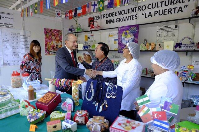 El alcalde de Málaga, en la Semana de las Culturas y la Cooperación