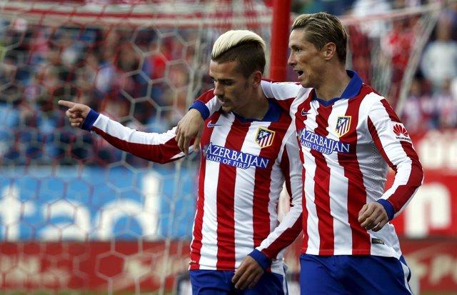 Griezmann celebra con Torres el 2-0