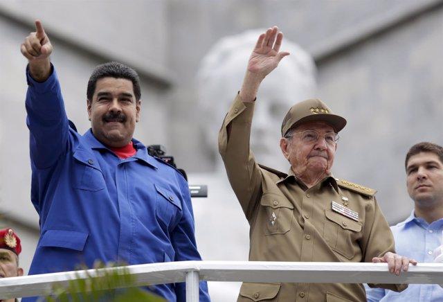 Los presidentes de Venezuela, Nicolás Maduro, y Cuba, Raúl Castro