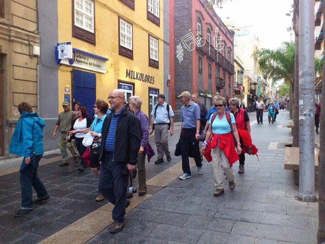 Turistas en la Calle Castillo