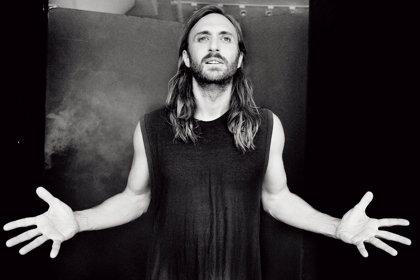 """David Guetta dice que usar dispositivos USB para pinchar es """"la vieja escuela"""""""