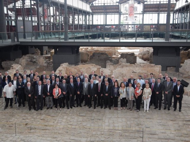 Más de 80 alcaldes catalanes en el Born en un acto de alcaldes.Eu