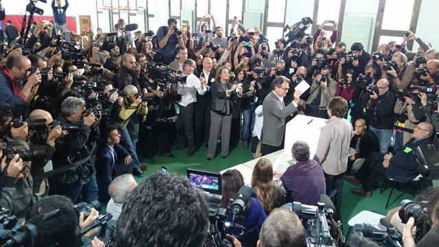 El pte.De la Generalitat Artur Mas vota el 9N (Archivo)