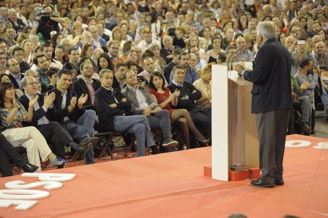 Felipe González en la clausura de la Conferencia Municipal del PSOE