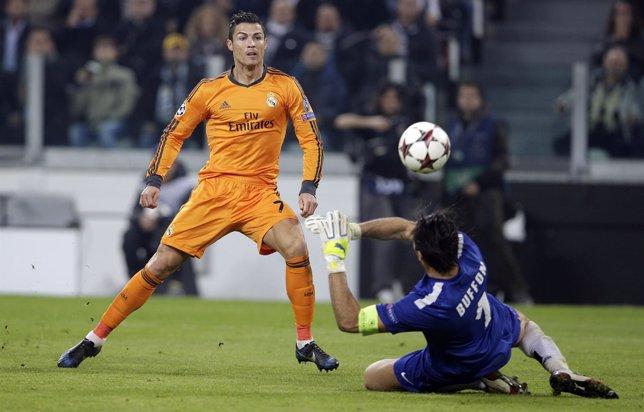 Cristiano bate a Buffon en el partido del año pasado