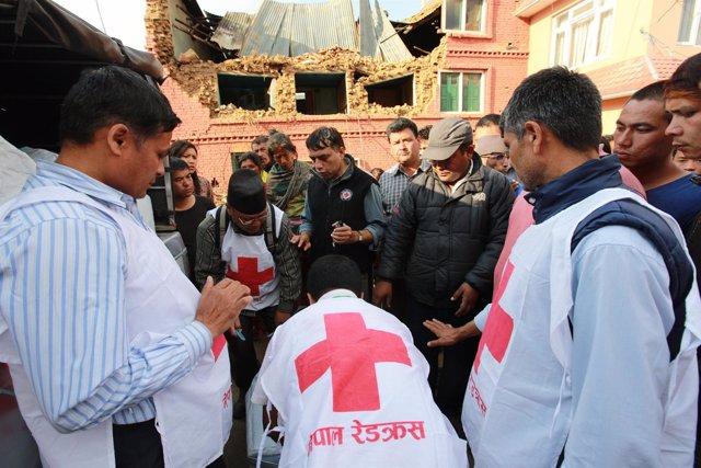 Atención de Cruz Roja en Nepal